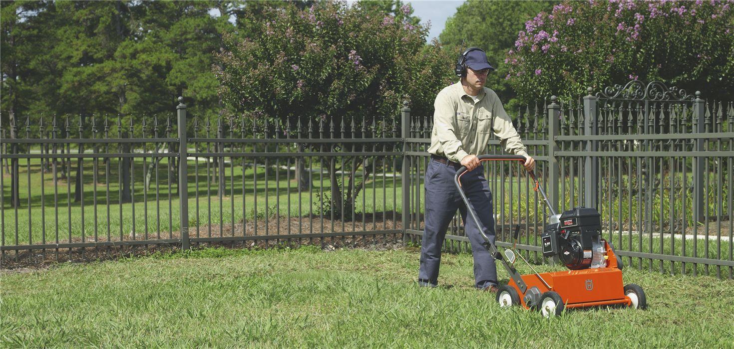Les scarificateurs Husqvarna aèrent votre pelouse